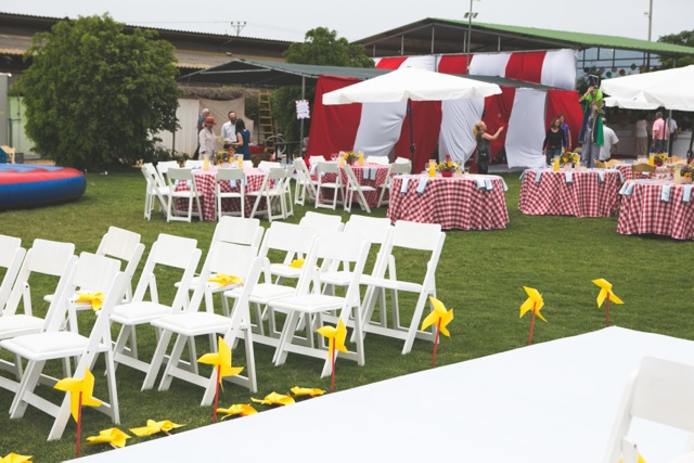 חתונת קונספט - יריד אמריקאי - עיצוב כניסה לחופה