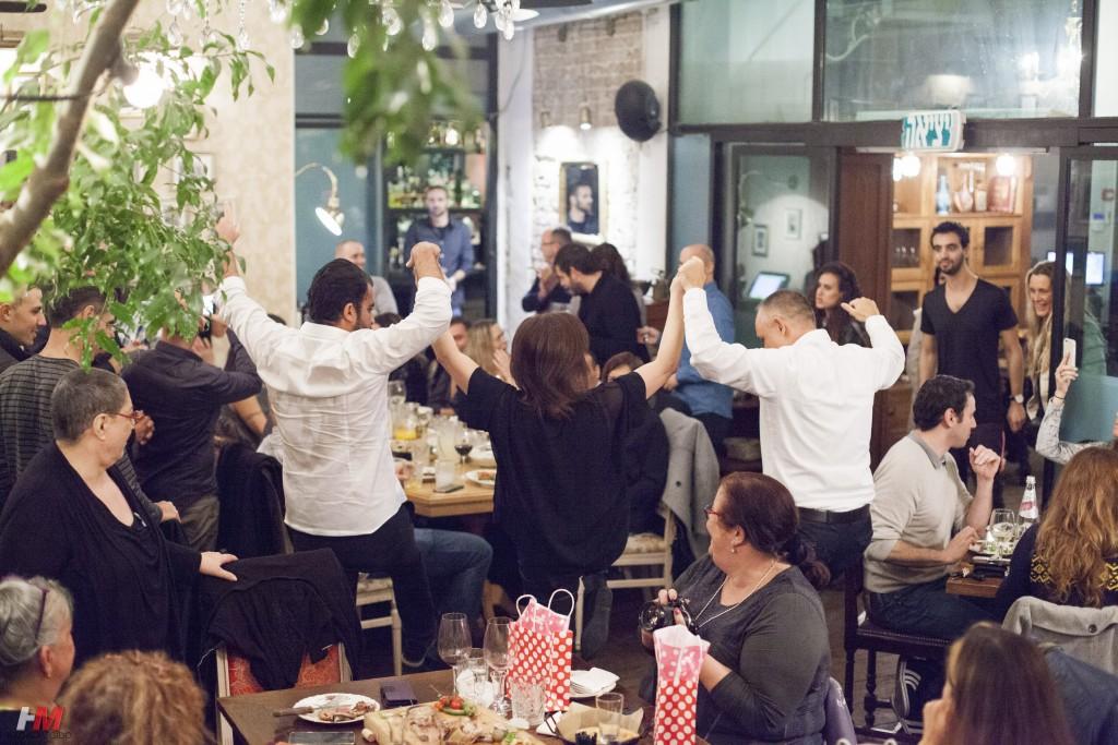 תמונת אוווירה - אנשים רוקדים