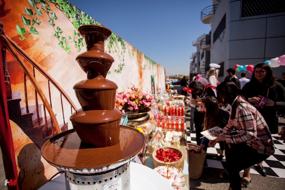 תמונת אווירה - קירות מעוצבים ומפלי שוקולד