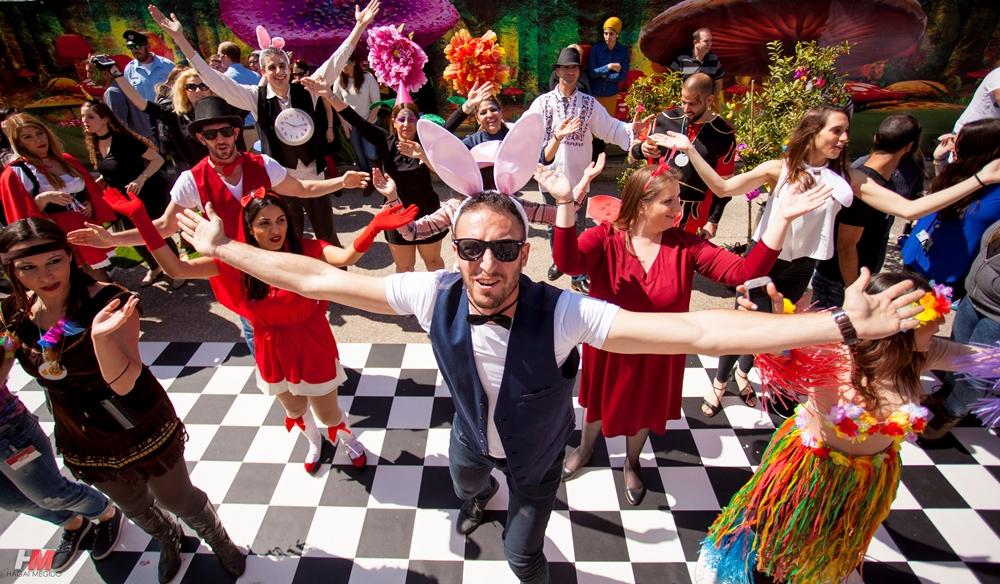 תמונת אווירה - אנשים רוקדים