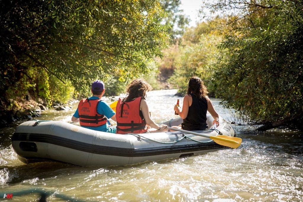 שטים בנהר הירדן