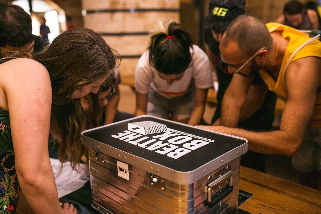 טויל עובדים   קופסאות בריחה