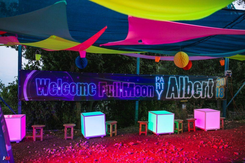 מסיבת פולמון   תפאורת המסיבה